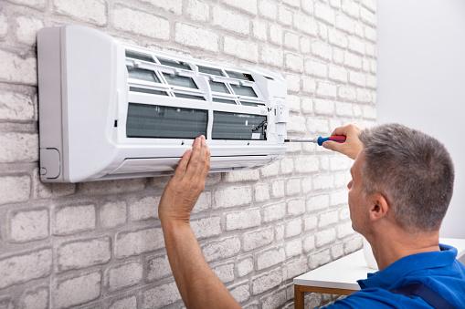 istock Technician Fixing Air Conditioner 1096963700