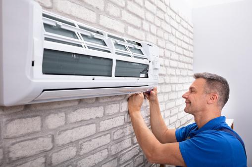 istock Technician Fixing Air Conditioner 1096963714