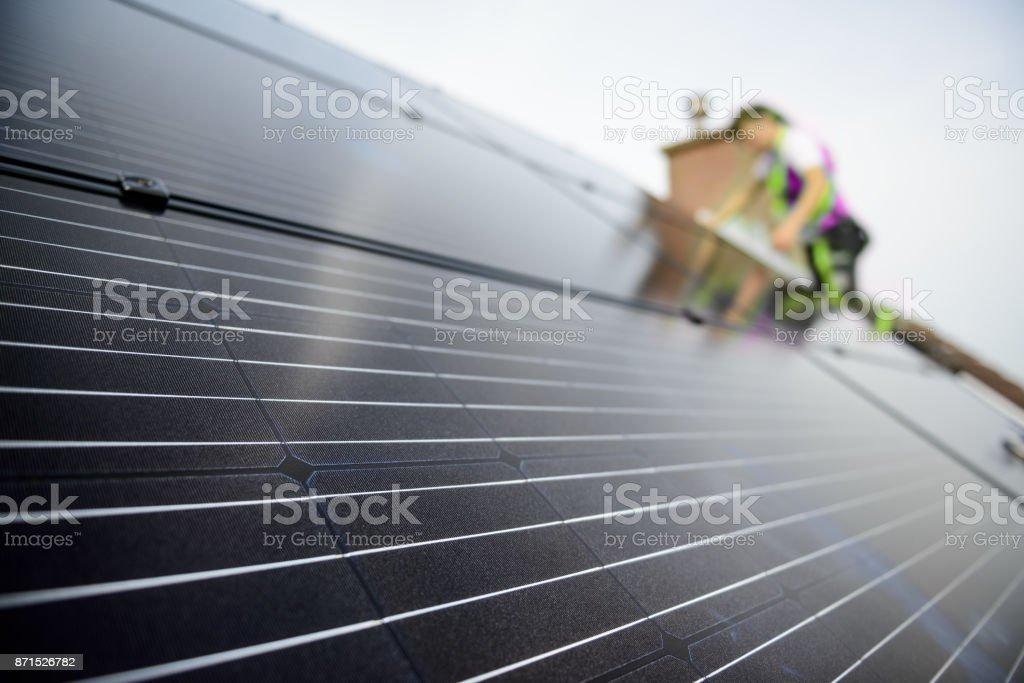 Techniker Montage Solarpanel – Foto