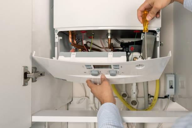 technicien réparation combi chaudière à gaz - installer photos et images de collection
