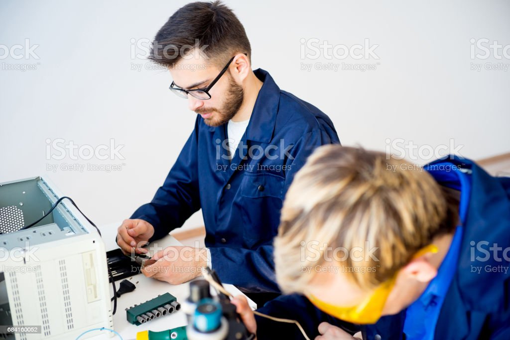 Technicians repairing computers zbiór zdjęć royalty-free