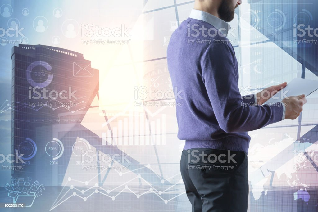 Technology, communication and analytics concept - Foto stock royalty-free di Adulto