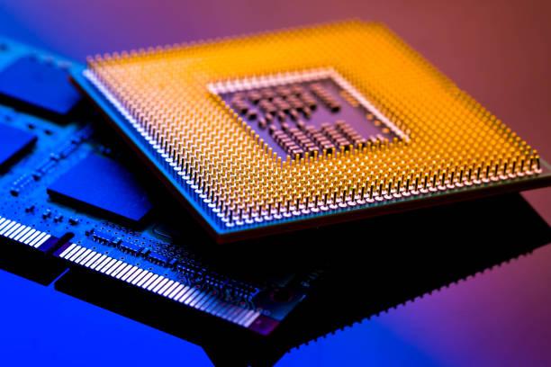 技術サイバー電子概念。青の光の背景に cpu ram コンピューター - 半導体 ストックフォトと画像