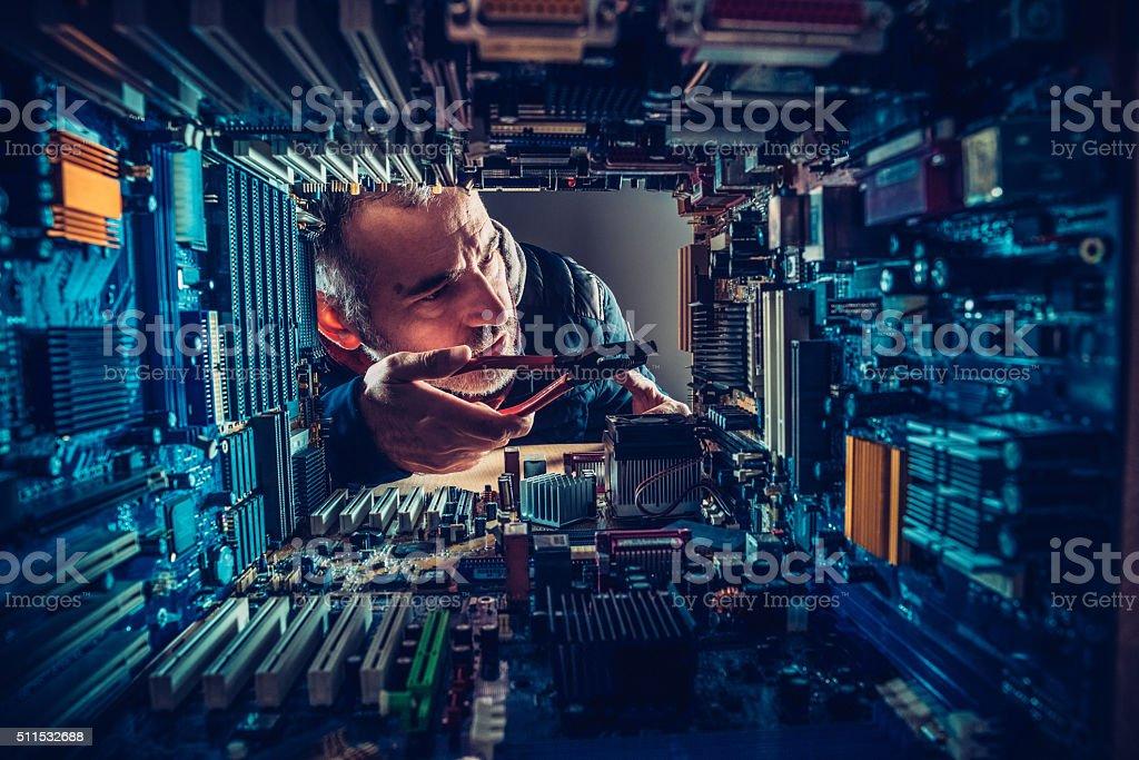 Hombre tecnología en comparación con - foto de stock