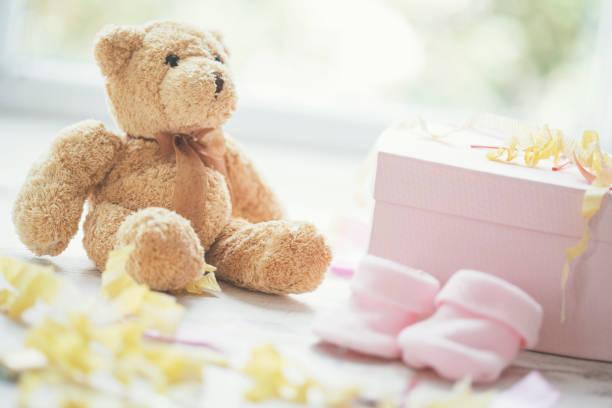 oso de peluche y accesorios del bebé ducha partido - baby shower fotografías e imágenes de stock