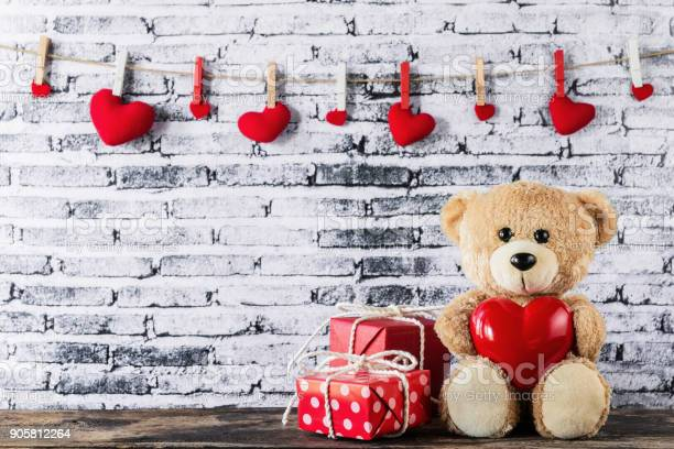 Teddy bear holding a heartshaped balloon picture id905812264?b=1&k=6&m=905812264&s=612x612&h=kt5dqp9tn31w18axj 3ve7 tpfjzzqpmbyqv0zi7cbc=