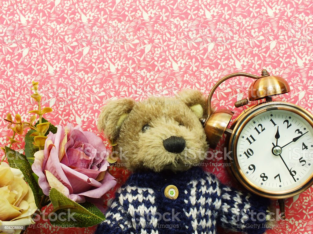 teddy bear with bunch of flowers copy space