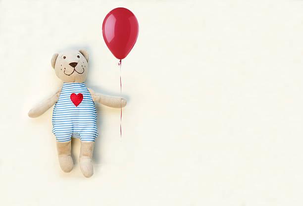 teddybär mit roter ballon - abschiedswünsche stock-fotos und bilder