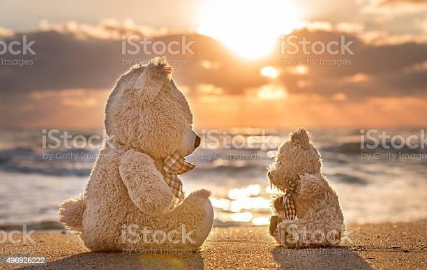 Teddy bears sitting on the beautiful beach with love picture id496926222?b=1&k=6&m=496926222&s=612x612&h=tprox5ff1umge bxradbs4p nbjhdzr2zsd98yea0uk=
