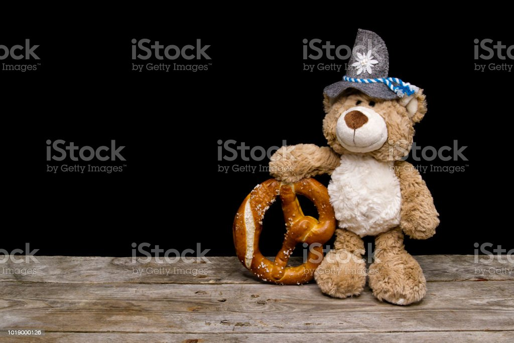 Teddy mit einer Brezel stock photo