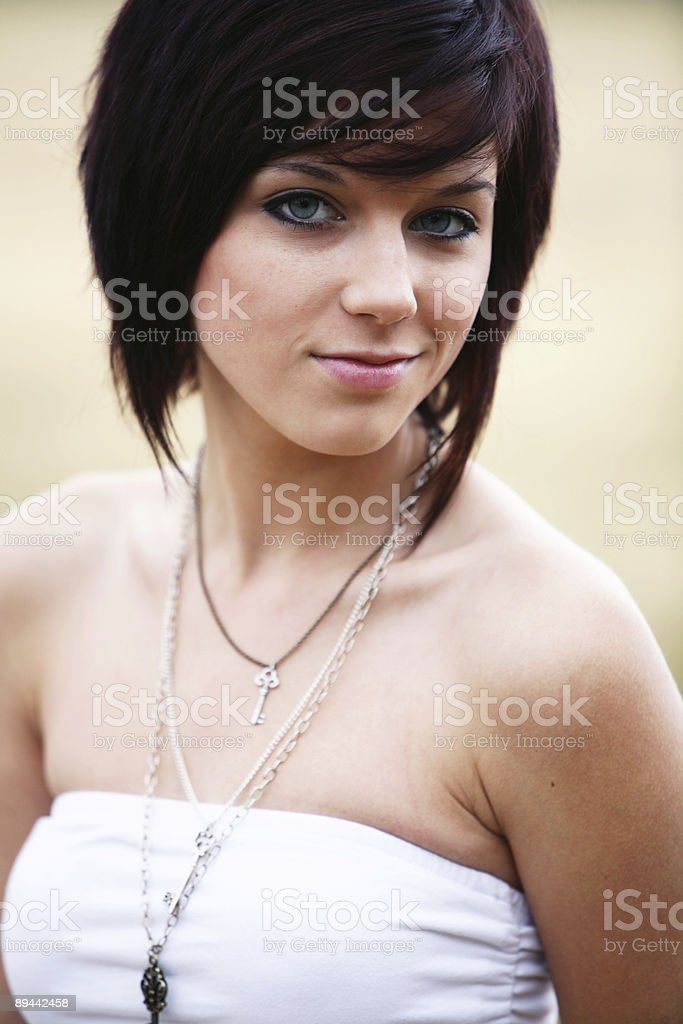 Teen Brunette con Necklaces foto de stock libre de derechos