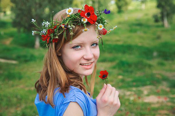 Teen Mädchen auf der Wies'im Frühling – Foto