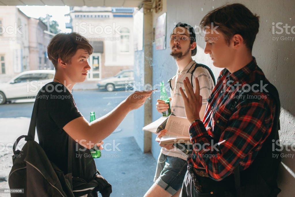 Teenage schlechten Einfluss Weigerung Rauchen städtischen Jugend – Foto