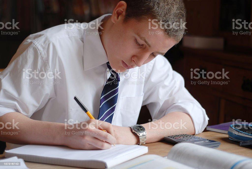 Teenager boy Lernen – Foto