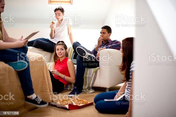 Teenage friends hanging out picture id187071259?b=1&k=6&m=187071259&s=612x612&h=bkcxgu3 zexdoult4xhk tfjhijzlsengfmexv t2 a=