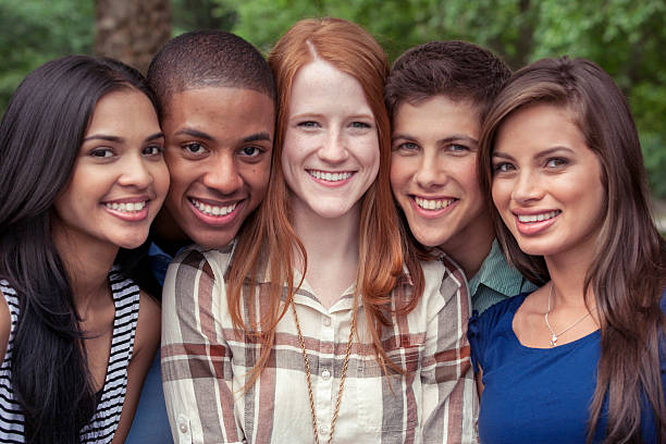 Adolescents amis, passer du temps en famille - Photo