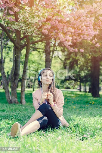 623358818 istock photo Teenage girl daydreaming in the park 472353812