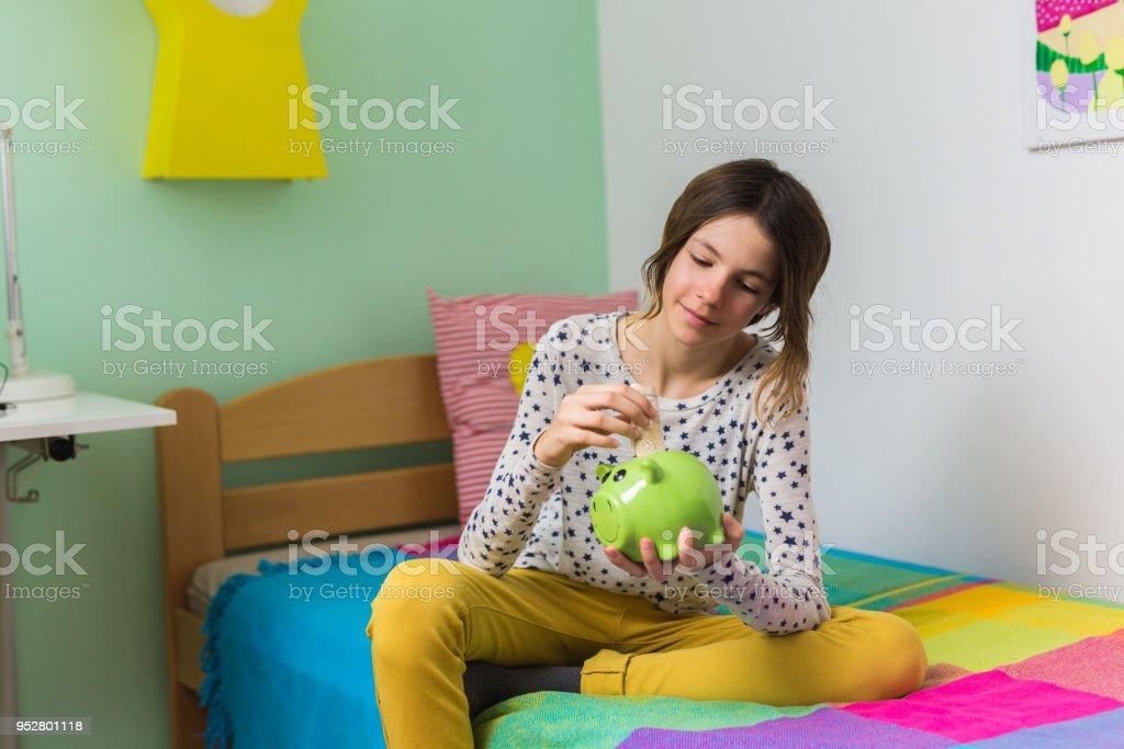 Adolescente dans la chambre - Photo