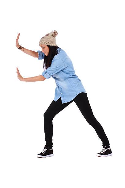 10 代の少女の押すかイメージ - 押す ストックフォトと画像