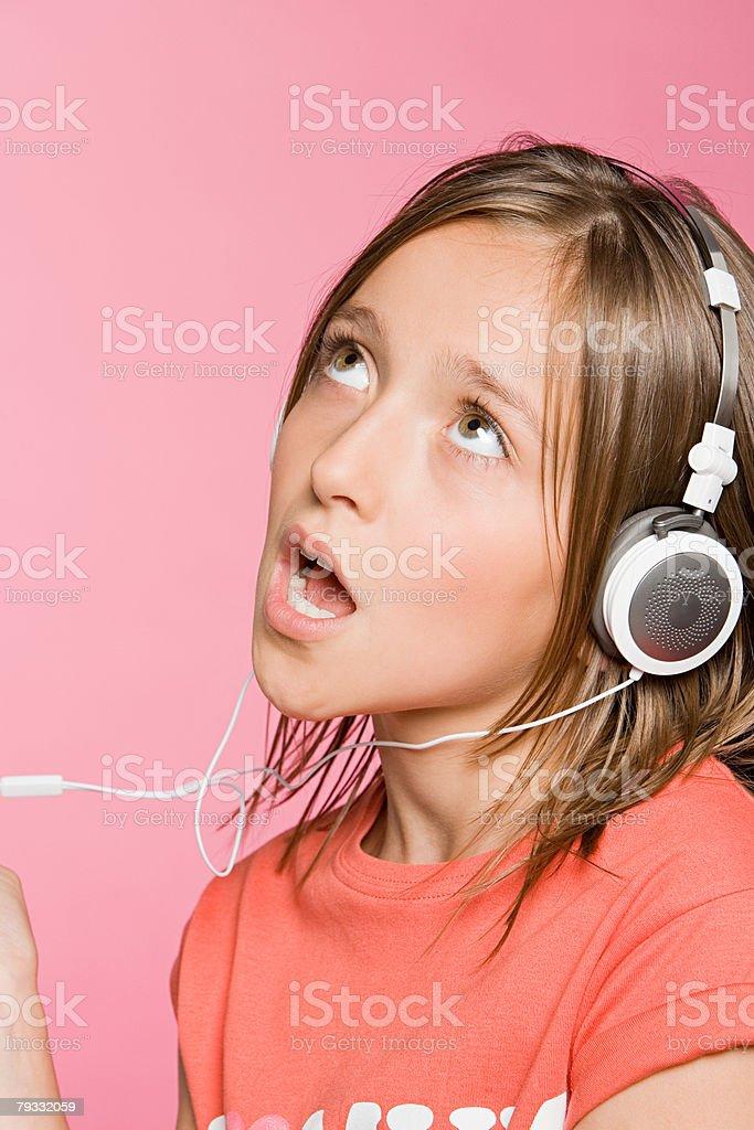 10 代の少女の歌 ロイヤリティフリーストックフォト