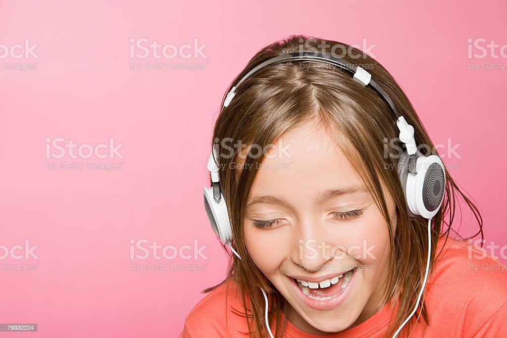 Ein Teenager Mädchen singen Lizenzfreies stock-foto