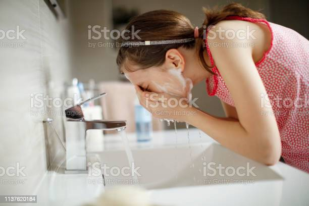 Teenage girl washing her face with water picture id1137620184?b=1&k=6&m=1137620184&s=612x612&h=gguh tugz mwt6lqvwktyro rg99bba5b7hvt9 h6yk=
