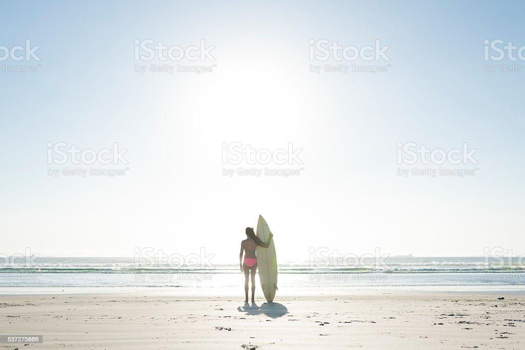 Gli adolescenti hanno sesso sulla spiaggia