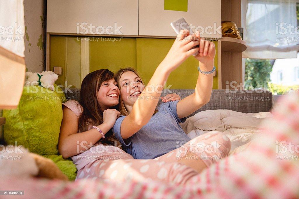 Девушки в пижаме и в постели — 7
