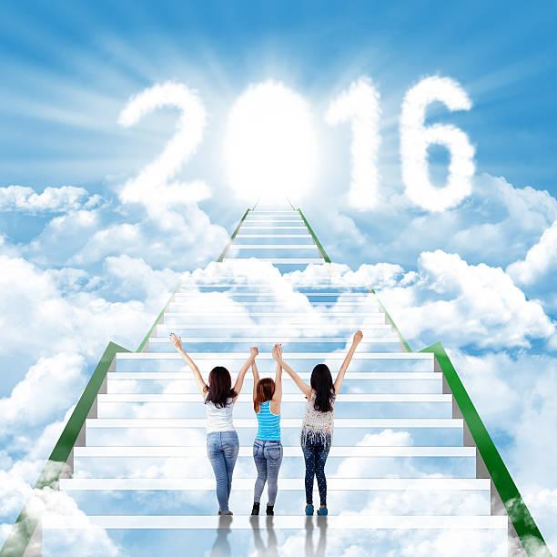 teenager-mädchen auf der treppe mit zahlen 2016 - jugendweihe 2016 stock-fotos und bilder