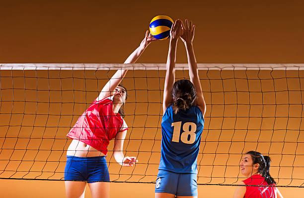 10 代の少女のバレーボールます。 - バレーボール ストックフォトと画像