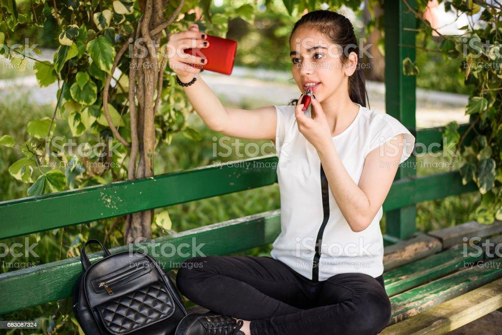 Teenage Girls using Smartphone as Vanity Mirror foto de stock royalty-free