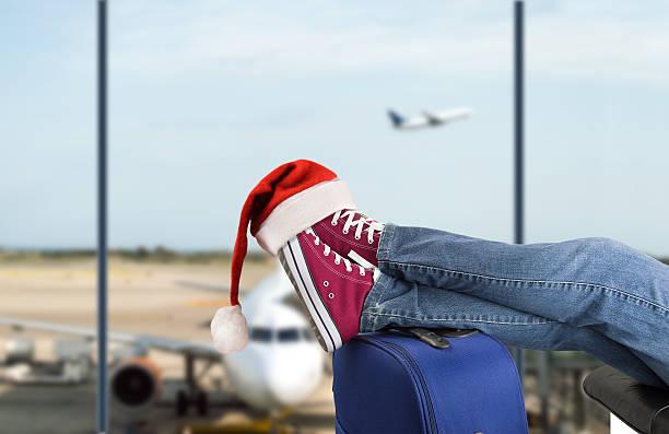 teenage passenger at the airport - valise humour photos et images de collection