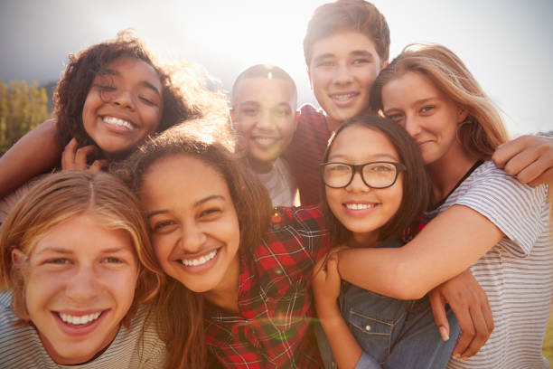 Teenage school friends smiling to camera, close up - foto stock