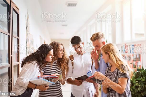 Teenage students in high school hall talking picture id861713102?b=1&k=6&m=861713102&s=612x612&h=nqneicx w8g05f2raenb1ptmnzwcdhktjwat yguoqm=