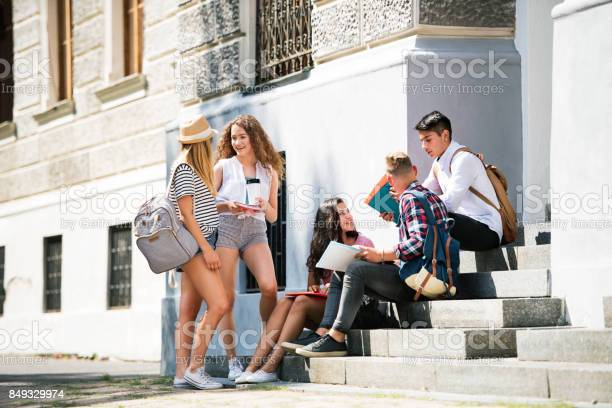 Teenage students sitting on stone steps in front of university picture id849329974?b=1&k=6&m=849329974&s=612x612&h=aqkkdlvorplbvikqc196ivebnsuqpcri2f4yuhys bq=