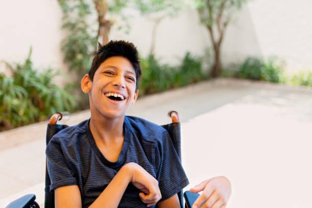 Teenager mit zerebraler Palsy – Foto