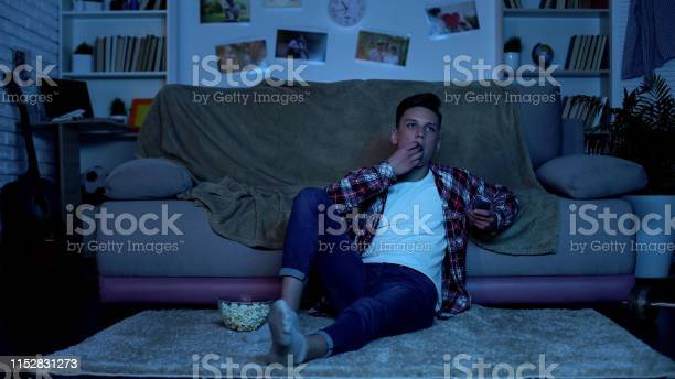 Teenager eating popcorn and switching channels on tv wasting time picture id1152831273?b=1&k=6&m=1152831273&s=612x612&h=l bqog93dji0 la huydx43q8 kzzxtdnbkywg18s68=