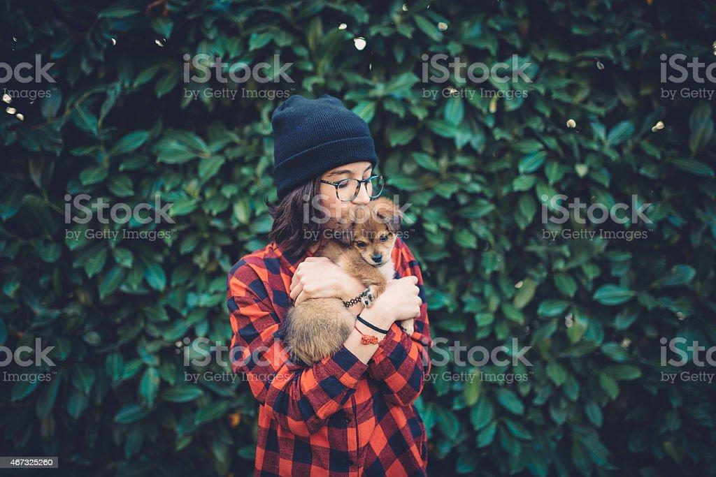 Teenager-Mädchen mit niedlichem Hündchen – Foto