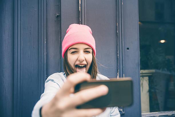 teenager girl make selfie and making grimaces - selfie girl stockfoto's en -beelden