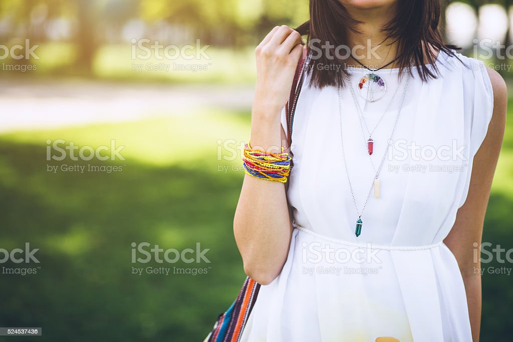Adolescent fille avec des bijoux bohème - Photo
