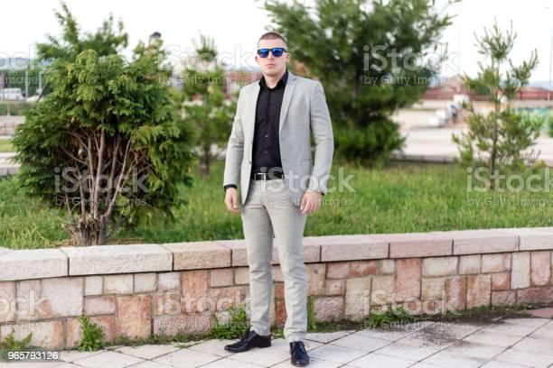 Tonåring I Kostym-foton och fler bilder på 18-19 år