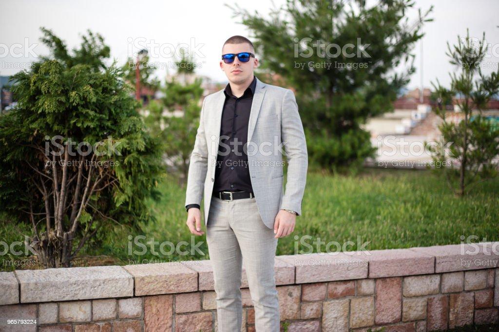 Tiener in het kostuum. - Royalty-free 18-19 jaar Stockfoto