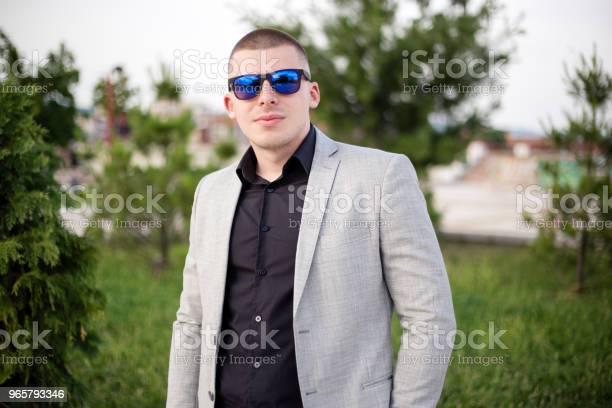 Teenager In The Suit - Fotografias de stock e mais imagens de 18-19 Anos