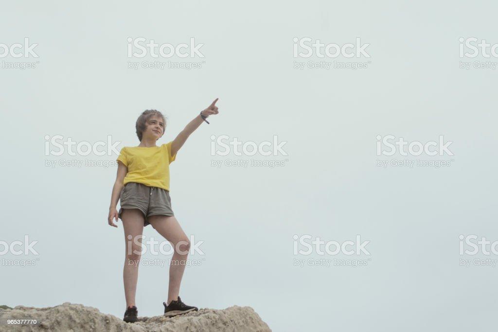 Teenager auf Ansicht zeigen - Lizenzfrei 12-13 Jahre Stock-Foto