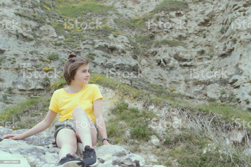 Escalade de l'adolescent - Photo de 12-13 ans libre de droits