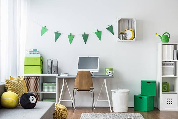 teenager room with green decorations - schlafzimmer teenager stock-fotos und bilder