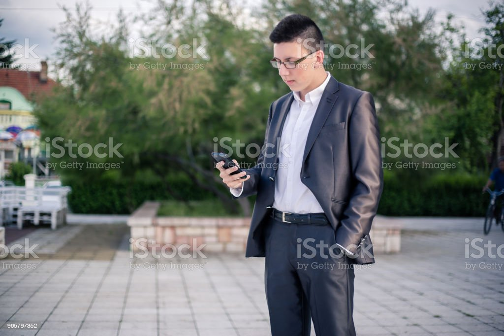 teenager using mobile phone. - Royalty-free 18-19 Years Stock Photo