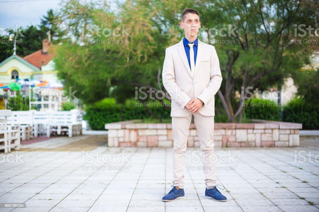 tiener dragen een pak voor zijn prom night - Royalty-free 18-19 jaar Stockfoto