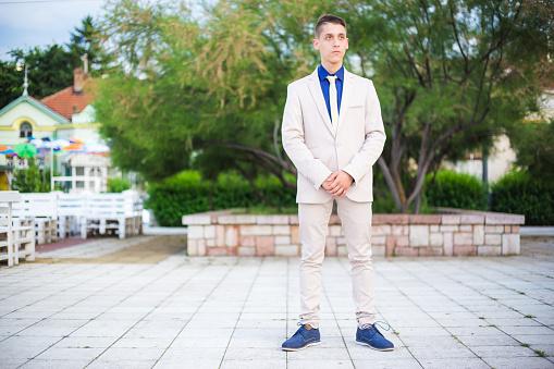 Tiener Dragen Een Pak Voor Zijn Prom Night Stockfoto en meer beelden van 18-19 jaar