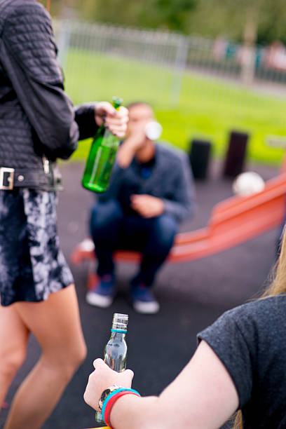 teenagers drinking in the park teenagers drinking in the park absentee stock pictures, royalty-free photos & images